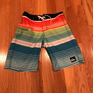 Boys Quiksilver size 26 (11/12) swim trunks
